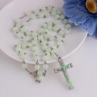 Светло-голубое свечение в темных пластиковых розарийных бусинах Светящиеся ноктилентные ожерелье Мода Религиозная Ювелирная вечеринка подарок DHN405