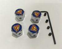 4pcs / 세트 슈퍼맨 패턴 금속 도난 방지 스타일 자동차 휠 타이어 밸브 모든 자동차에 대 한 타이어 먼지 캡