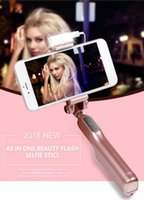 2016 Nuevo Cable bluetooth Timer portátil extensible Self portable personalizado Selfie Stick con luces Led para Night Shot con control remoto
