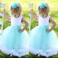 Adorable flor de niña vestidos vestidos puffy niñas vestido especial ocasión especial vestidos formales blanco y aqua azul hecho a mano flores volantes