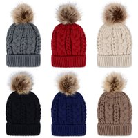 Winter dicke Doppelschicht Bunte Schneekappen Wolle Strickmütze Hut mit künstlichen Waschbären Pelz Pom Poms Für Frauen Männer Hip Hop Cap 20 stücke