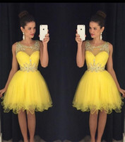 2020 neue gelbe kurze homecoming kleider Sheer Hals Kristalle Perlen bescheidene grün billige knielange prom cocktail party kleider echte Bilder