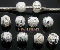 100 stücke gemischt Runde Silber Aluminun Perlen für Schmuck Machen Lose Charms DIY Loch Perlen für Europäische Armband Großhandel in Groß Niedrigen Preis