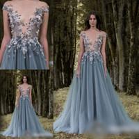 Удивительные 3D цветок аппликация вечерние платья 2017 Sheer шеи Cap рукавом серый линия Пром платья блестками бисером тюль длина пола формальная одежда