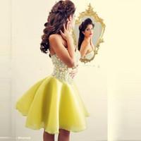 2019 저렴 한 노란색 크리스탈 민소매 짧은 칵테일 드레스 Seweetheart Beaded 섹시한 칵테일 파티 드레스 뜨거운 판매