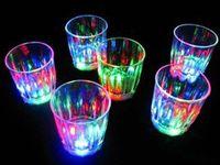 Kolorowe Kubek Led Flashing Shot Glass LED Plastikowy Luminous Cup Neon Cup Urodziny Party Noc Bary Wedding Beverage Wino Flash Małe Puchar