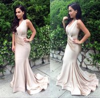 2017 Glamourous Sexy larga sirena vestidos de noche sin mangas Rushed Sweep Train elegante Celebrity Prom Party Gowns