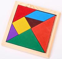Детские деревянные игрушки, цветные кубики. Формы познавательной головоломки сборки игрушки