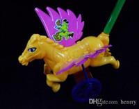 Gıcırtı sesi ile bebek oyuncakları yürümeye başlayan eğlence temini, itme oyuncaklar, trompetçi itme küçük Pegasus bebek öğrenme w için sınırsız eğlence ekleyebilirsiniz