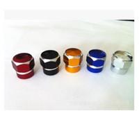 (100 pièces / lot) En gros en alliage d'aluminium Hexagon agate modèle de pneu Schrader valve multicolore valve américaine bouchon