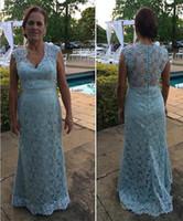 Sky Blue Full Lace Mother of the Bride Dresses Elegant V Neck Sheath Motor Klänningar Med Pärlstav Kolumn Evening Klänningar För Moder