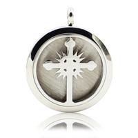 Aromatherapie ätherisches Öl Diffusor Halskette Cross Fire 316L Edelstahl Medaillon Anhänger mit einstellbaren Kette 6 Refill Pads