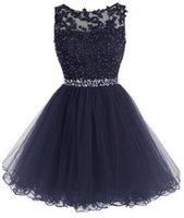 Stunning Short Prom Dress Black Light Blue Blue Vintage Pizzo Appliques Sheer Bateau Scollo aperto Indietro Dolce 16 Abiti da partito formale Abiti cristalli