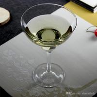 Klarer Stiel mit großem Margarita-Glas