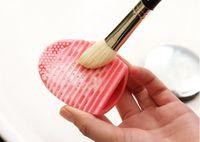 ALTA QUALIDADE! Ferramenta New Egg Cleaning Glove MakeUp lavagem Escova Scrubber Conselho Cosmetic Brushegg Escova Egg escova limpa