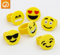 Emoji Smile Face Finger Ring Giallo Rubber Jelly Rings Ragazzi Ragazze Cute Mini Fashion Cartoon Anelli Kids Cheap Gift Kids Jewelry Finger Toys