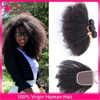 Afro Kinky Kıvırcık Saç Demetleri Dantel Kapatma Ile 4 adet / grup Virgin İnsan Saç 4x4 Dantel Kapatma Siyah Kadın için Saç Uzantıları ile