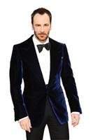 Trajes de boda de terciopelo azul oscuro confeccionados para hombres solapa pico / Novio Use esmoquin (chaqueta + pantalón + corbata) Shiping libre
