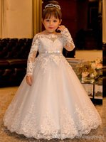 결혼식을위한 빈티지 공주님 꽃 소녀 드레스 레이스 롱 슬리브 보트 목 빈티지 소녀 미인 대회 가운 싸구려 성령 패브릭 드레스