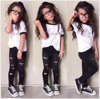 2016 nova menina bonito conjuntos de roupas de verão moda meninas cartas impresso manga curta t-shirt + buraco leggings calças 2 pcs conjunto adorável crianças ternos
