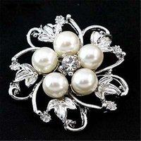 Crystal Flower Perel Brooch Silver Gold Placcato Pluso Pins Business Suit Dress Top Corsage per uomini Donne Gioielli da sposa Regalo di Natale