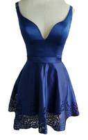 2019 Seksi Büyüleyici V Yaka Mezuniyet Elbiseleri Okul Parti için Hollow Saten Mini Etekler Kızlar Kokteyl Bel Şerit Kanat Balo Pageant elbise
