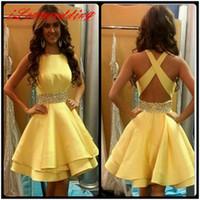 Под 100 желтый короткие выпускные платья возвращения на родину с хрустальным Атласом 8-го класса платье выпускного вечера платья