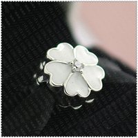 2016 Primavera S925 Sterling Silver Prímula Clipe Charme Bead com Esmalte Branco e Cubic Zirconia Serve Pulseiras Jóias Europeus
