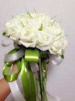 A buon mercato Bella mano nuziale della tenuta dei fiori delle rose artificiali dei fiori delle perle dei fiori delle perle dei fiori di nozze bianchi Bomboniere bianchi DL1313067