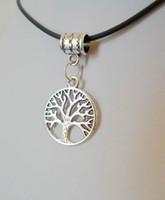 Moda 12 pz / lotto TIBETAN SILVER ALLOY TREE OF LIFE CIRCLE EARTH SIMBOLO PENDENTE COLLANA CORD Cavo in pelle nera