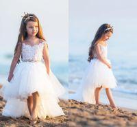 Nette hohe niedrige Blumen-Mädchen-Kleider für Hochzeiten Bloßer Ansatz-Kappen-Hülsen-Spitze-Perlen Tulle Backless Kleinkind-Feiertags-Geburtstagsfeier-Kleider