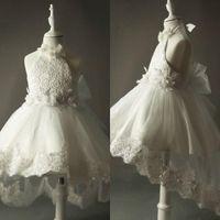 Härlig Kort Front Long Back Communion Dresses For Girls High Low Flower Girl's Dress for Weddings Halter Neck Lace Appliques Handgjorda