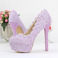 紫色の色の結婚式の靴の女性美しいエレガントなブライダルドレスの靴丸いつま先春卒業パーソン式のポンプ式の靴