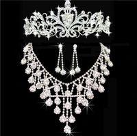 Новые дешевые Bling Crystal Crystal Bridal ювелирные изделия комплект серебряные ожерелье с бриллиантами серьги вечеринка свадебные ювелирные изделия наборы для невесты женщины свадебные аксессуары