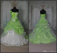 Custom Made Sweet 16 Abiti Ball Gowns Sexy Spaghetti Strap Beautiful White Lace Applique Fiori verdi Ruffle Princess Quinceanera Dress