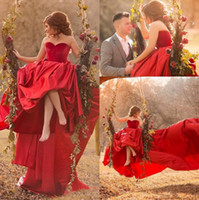 Said Mhamad Red Long Train Prom Dresses Una linea Sweetheart Piega Backless Satin Abiti lunghi da sera Abiti da cerimonia Celebrità araba