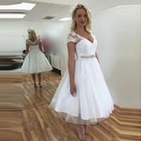 Lace curto Vintage 50 s vestidos de casamento de manga curta decote em v frisado cinto a linha chá comprimento vestidos de noiva tamanho personalizado