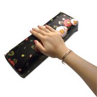 Neue Weiche Roten Nagel Kunst Hand Halter Kissen Kissen Nagel Arm Rest Maniküre Werkzeuge Komfortable Praktische Nail Art Ausrüstung Werkzeuge & Zubehör