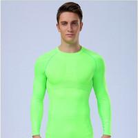 Camicia sportiva da uomo a colori solidi, comodo, asciugatura rapida e traspirante fitness, vestiti, uomini e donne in Europa e america fitness