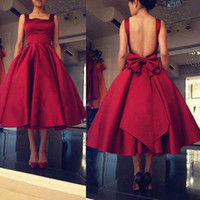 Tea Lunghezza A Line Rosso Abiti da damigella d'onore Backless Big Bow Piazza Satin Wedding Guest Dress Custom Made Cocktail Party Dress Abiti formali