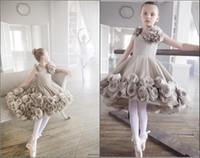 2021 Dernières fleurs filles Robes pour les mariages faites à la main fleurs longueur genou robe de bal Ballet Pageant Party Girl robe robe de première communion