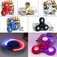 2017 New LED Light Spinners a mano Fidget Spinner Top Quality Triangolo Finger Spinning Top Decompressione colorata Dita Tip Top Giocattoli