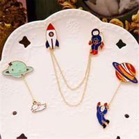 Al por mayor a través de sus astronautas de dibujos animados luna preciosa y dulce broche insignia broche broche de la Sra regalo de cumpleaños