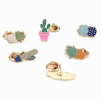 Vente en gros - Cartoon Cute Girl Plant Cactus Enamel Metal Broche Broches Broches en métal Femmes Mode Badge décoratif pour vêtements Badges Icônes