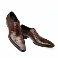 Moda Włoska Mężczyźni Buty Prawdziwej Skóry Męskiej Sukienka Buty Sprzedaż Rzeźbiony Designer Wedding Męski Oxford Buty Mężczyźni Mieszkania
