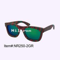 occhiali da sole in legno ingegnerizzati colorati antiriflesso di moda