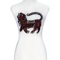 1 peça Red Lantejoula Caminhando Ferro Lobo sobre Patches Lace Applique Bordado Patches de Tecido Roupas Decoradas Artesanato De Costura TH418
