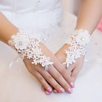 Gans Mariage 2017 nieuwe kant bruidshandschoenen wit / ivoor pols lengte vingerloze dame handschoenen bruiloft accessoires luvas de noiva bruiloft handschoenen