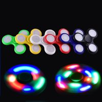 LED Light Hand Spinners Fidget Spinner Triangle haut de gamme Finger Spinning Top Coloré Décompression Fingers Astuce Jouets OTH384