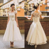 Estilo elegante de la playa de estilo de los años 1950 Vestidos de novia Sheer Flower Sash Encaje de la cubierta Botón Volver longitud de té Vestidos de novia Bola Formal personalizada